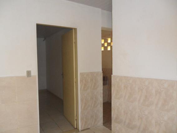 Casa Terrea Independente Com 1 Dormitório No Jd Peri