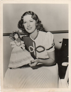 Foto Original Eleanor Powell Con Muñeca Metro-goldwyn-mayer