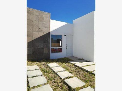 Casa Sola En Venta Col. Bosques De Matilde.