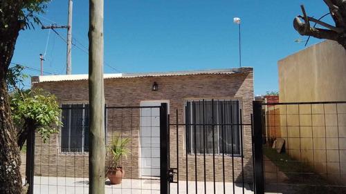 Imagen 1 de 9 de Vendo Casa En Monte Caseros, Excelente Estado