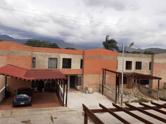 Townhouses, En Venta Cod 415722 Hilmar Rios 04144326946