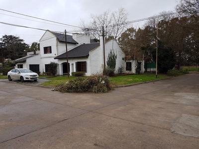 Excepcional Residencia, Barrio Santa Elena, Azul