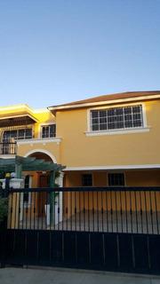 Hermosa Casa Con Colección De Lamparas Incluidas