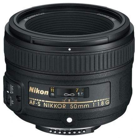Lente Nikon Fx 50mm F/1.8g Preto + Brinde
