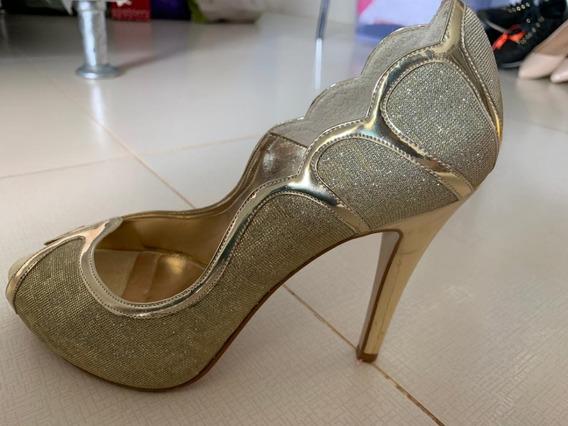 Sapato Peep Toe Dourado, Marca Sidney Volpe, Nº37