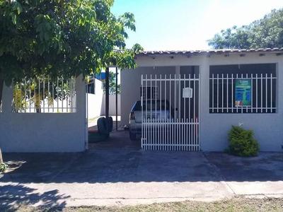 Casa Com 3 Quartos, Em Corumbá Ms.