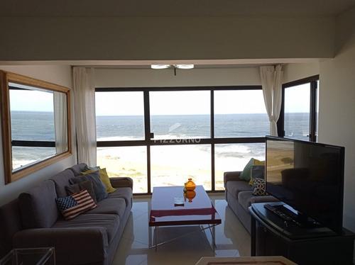 Apartamento En Brava, 2 Dormitorios  Y Dependencia De Servicio - Ref: 455