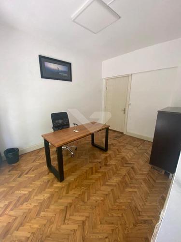 Oficina En Alquiler En Carrasco Sur, Clasica, Proximo A Rambla