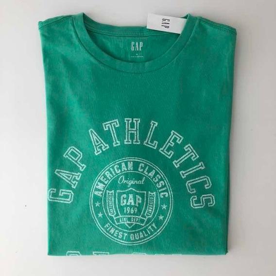 Remera Gap Verde Con Estampa Athletic Talle M