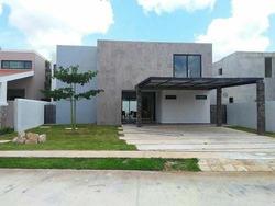 Hermosa Residencia En Renta, Privada Parque Central, Estrénela!