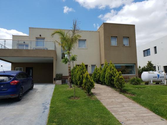 Hermosa Casa En Puertos - Barrio Vistas
