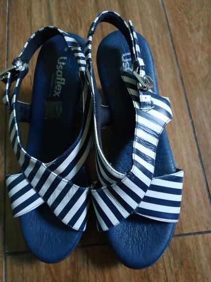 Sandália De Listras Azul E Branca