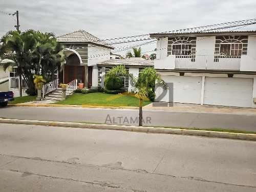 Residencia De 2 Niveles Con Alberca En Venta, Fracc. Lomas Del Chairel, Tampico, Tamaulipas.