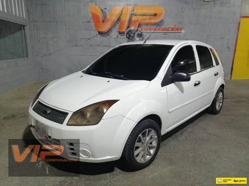 Imagen 1 de 12 de Ford Fiesta Max Sincronico