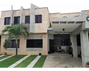 Townhouses En Venta Los Mangos Valencia 19-11201 Rahv