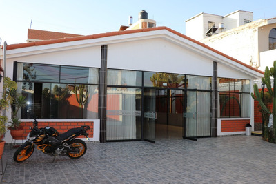 Se Vende Local Con Salon De Eventos Y 9 Habitaciones