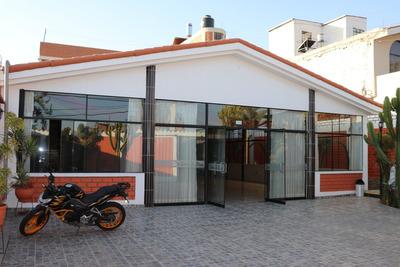Se Vende Local Con Salon De Eventos Y 9 Habitaciones