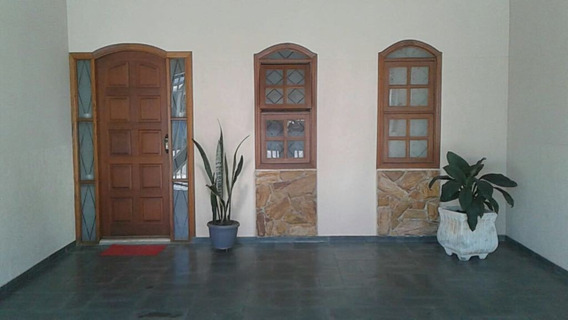Casa Com 7 Cômodos E 02 Banheiros Garagem E Churrasqueira