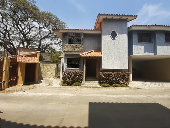 Townhouse Cantarrana / Ovidio Gonzalez / 04163418694