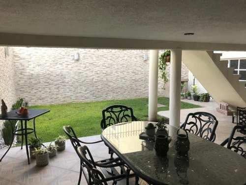 Residencia En Colinas Del Cimatario, 4 Recámaras, Jardín, Cochera Techada, Lujo
