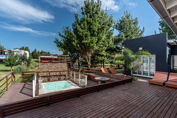 Casa 5 Ambientes, Sauna, Pileta Y Jacuzzi Exterior Más Dependencia De Servicio