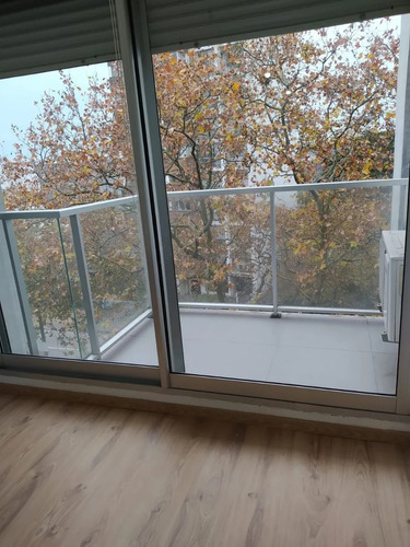 Alquiler Apartamento, Balcón, Frente, Av. 8 De Octubre