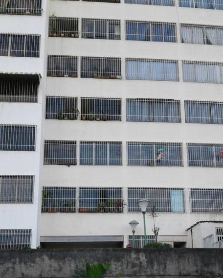 Loma Alta, Venta Amplio Apartamento 3 Habitaciones Y 2 Baños