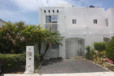Casa En Venta O Renta De 3 Rec. Semi Amueblada En Villa Marino Cancun, Quintana Roo