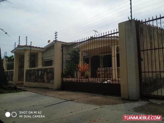 Casas En Venta 19-9705 Valle Camoruco Mz 04244281820