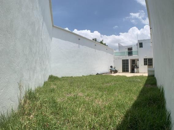 Casa Sola En Venta Pithayas. Estudio/recámara En Planta Baja. Jardín.