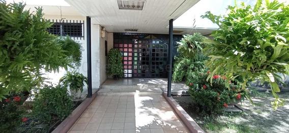 Apartamento En Venta Urb. El Centro- Maracay 21-7653hcc