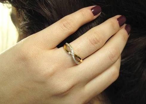 Anel Infinito De Ouro Amarelo 18k Com Diamantes Brancos .
