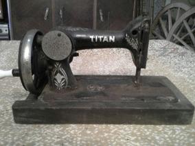 Maquina De Costura Titan, Antiguidade Raridade P Decoração