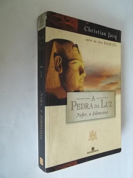 Livro - A Pedra Da Luz - Nefer, O Silencioso - Christian
