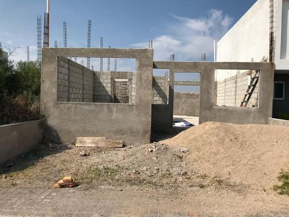 Terreno En Construcción, El Refugio.
