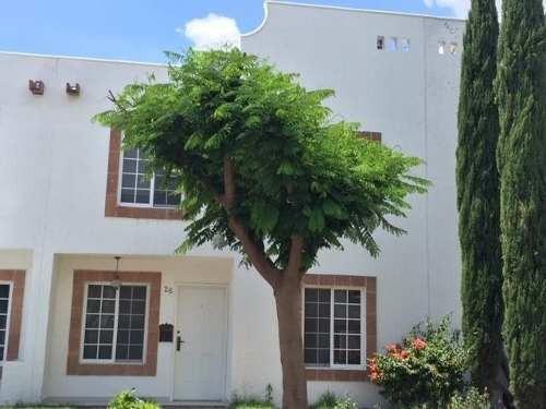 Bonita Casa En Privada, Estudio O 4ta Recamara En Planta Baja, 2.5 Baños, Patio.