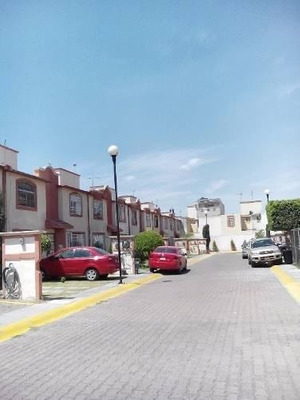 Gran Oportunidad!!! Casa En Venta Dentro De Condominio.