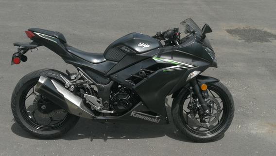 Kawasaki Ninja 300 Negra