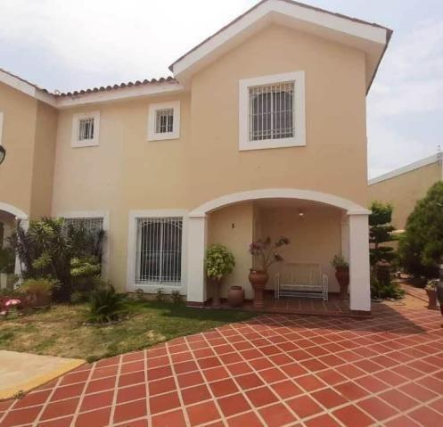 Townhouse En Alquiler El Milagro Norte 20-11207 Andrea Rubio