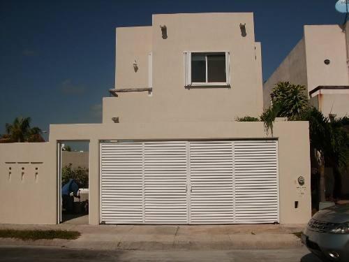 Casa En Venta Residencial Con Seguriadad, Amplia, 3 Rec.