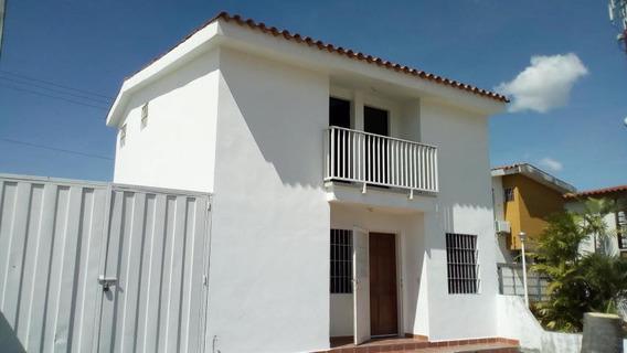Casa En Alquiler Cabudare Lara 20 2611 J&m 04121531221