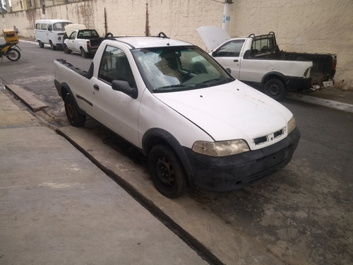 Fiat Strada 2004 Com Reparos