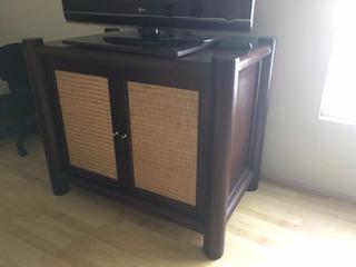 Mueble Para Television De Madera Con Detalles En Ratán