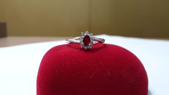 Anel Em Ouro Branco 18k, Com Rubi E Diamantes.