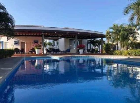 Bonita Y Fresca Casa Vacacional A 7 Min. De La Playa