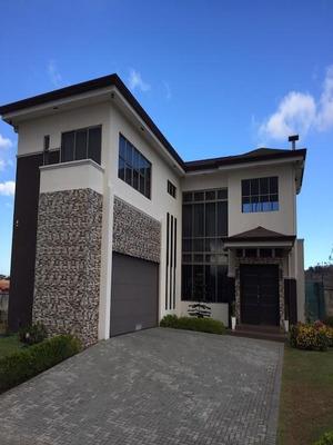 Amplia Moderna Lujosa Casa Familia En San Isidro