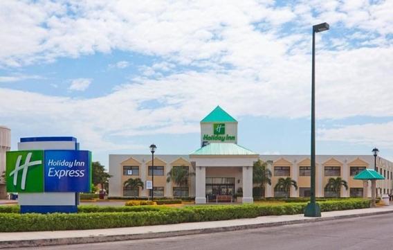 Holiday Inn Express Cancun Zona Hotelera En Venta