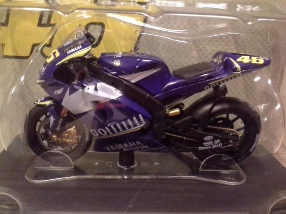 Miniatura Moto Valentino Rossi Yamaha M1 2005 Escala 1:18