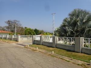 Casa En Venta Safari Country Club Valencia 19-14601 Raco