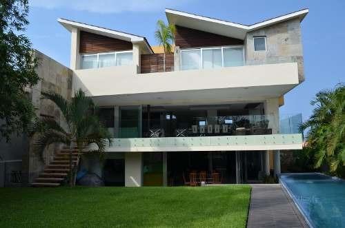 Hermosa Residencia En Venta Con Vista Al Mar Y Alberca En Fr
